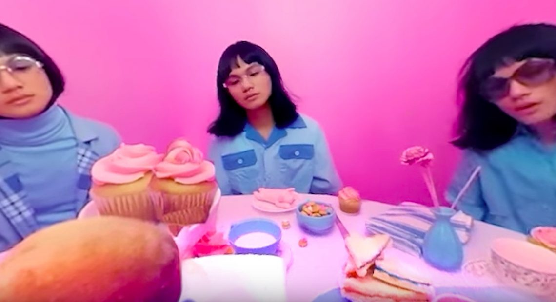 Unique has a tea party with other Uniques in this MV