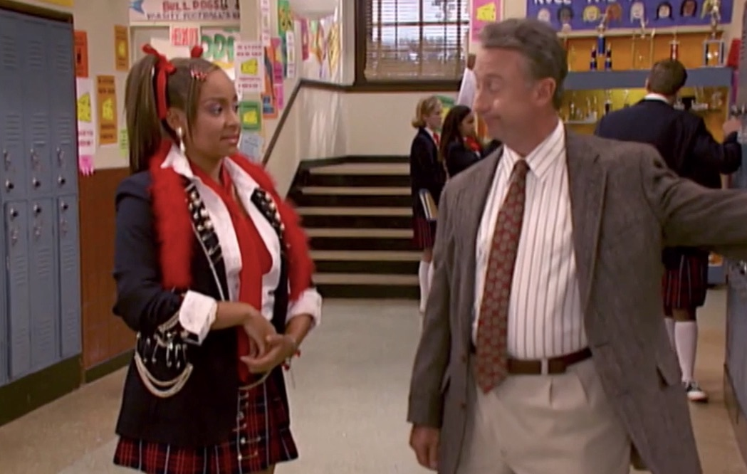 """A still from """"That's So Raven"""" featuring Raven and her teacher in the school hallway"""