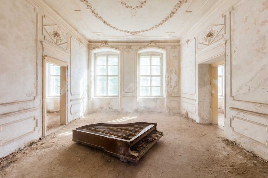 This Photographer Finds Hidden Beauty In Abandoned Places